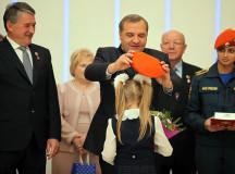 Сенатор Воробьев посвятил книгу Братству спасателей и своему другу Шойгу