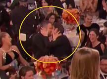 Райан Рейнольдс одарил страстным поцелуем Эндрю Гарфилда на «Золотом глобусе»